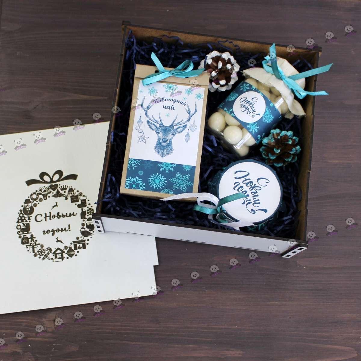 Новогодние подарки для сотрудников в Москве